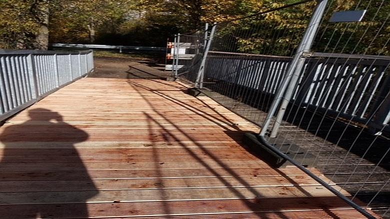 Fußgänger-/Radfahrer-Brücke über den Erftkanal