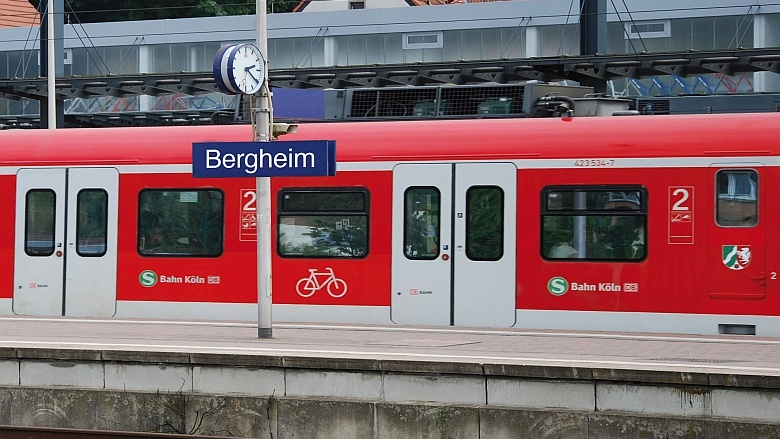 S-BahnZweiter Bergheimer Hochhaus - Abriss geschafft